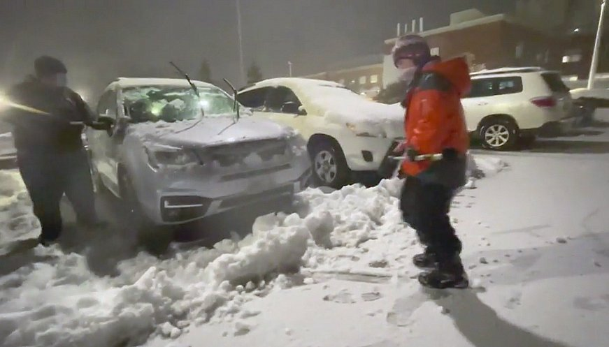 Boy And His Friend Clean Snow Off Cars Of Hospital Staff To Say 'Thank You'