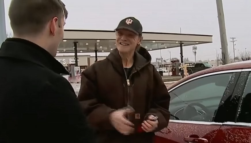 Town Gives Pizza Deliveryman A New Car For 31 Years Of Kindness