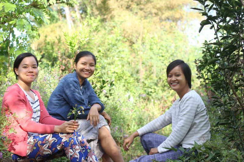 3 sisters in their garden